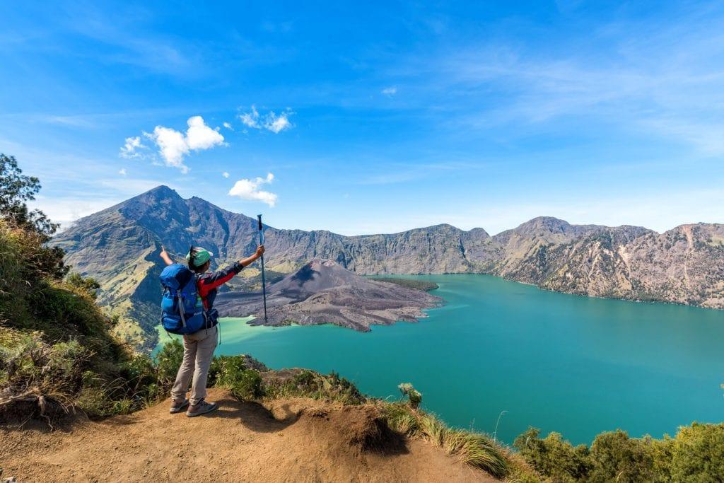 hiker climbing mount rinjani