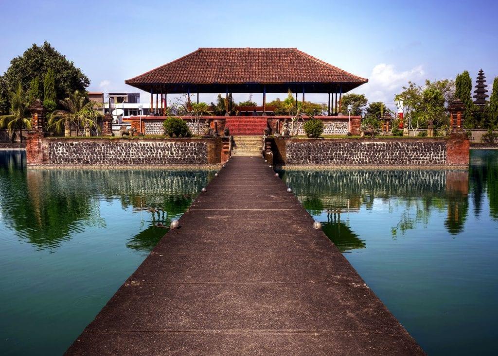 pura mayura temple, lombok