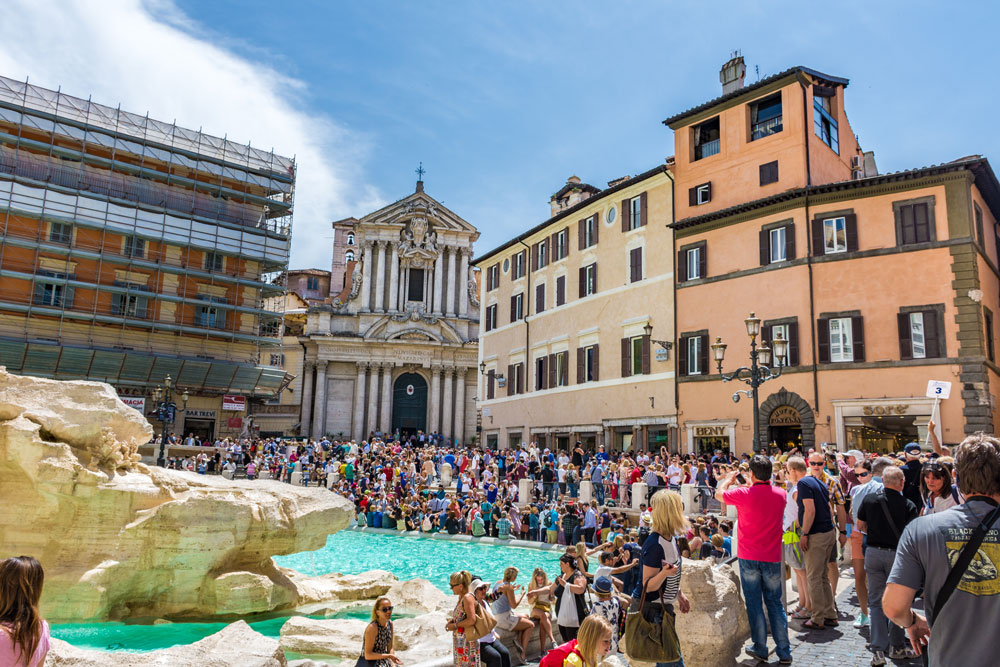 overtourism at the trevi fountain, rome